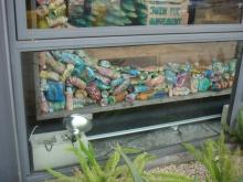 実は様々なペットボトルがペイントされていました