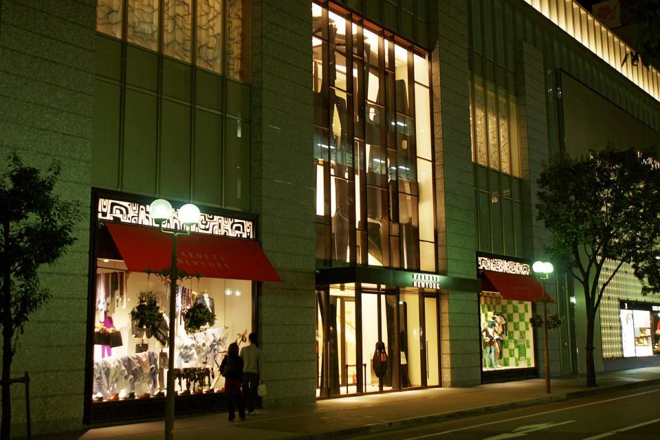バーニーズNY神戸店