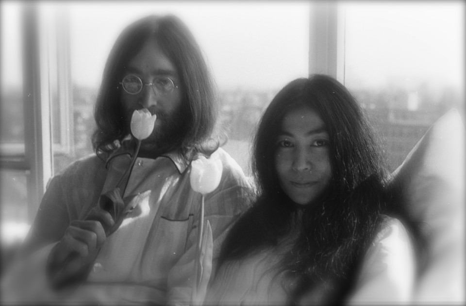 Bed-In_for_Peace,_Amsterdam_1969_-_John_Lennon_&_Yoko_Ono_16