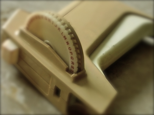古ーいDYMOのテープライター