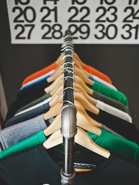 hangers-569364_640