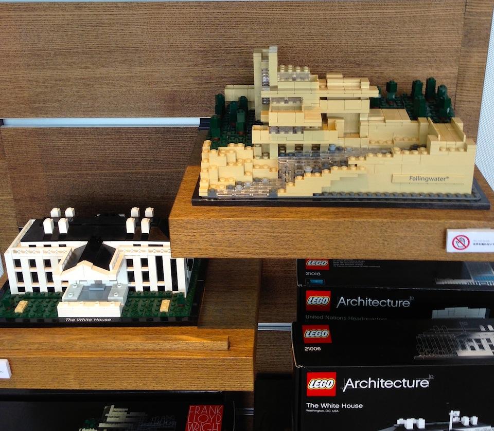 建築がテーマのコーナーには、近代建築の巨匠の建築作品をモチーフにしたレゴのブロックが