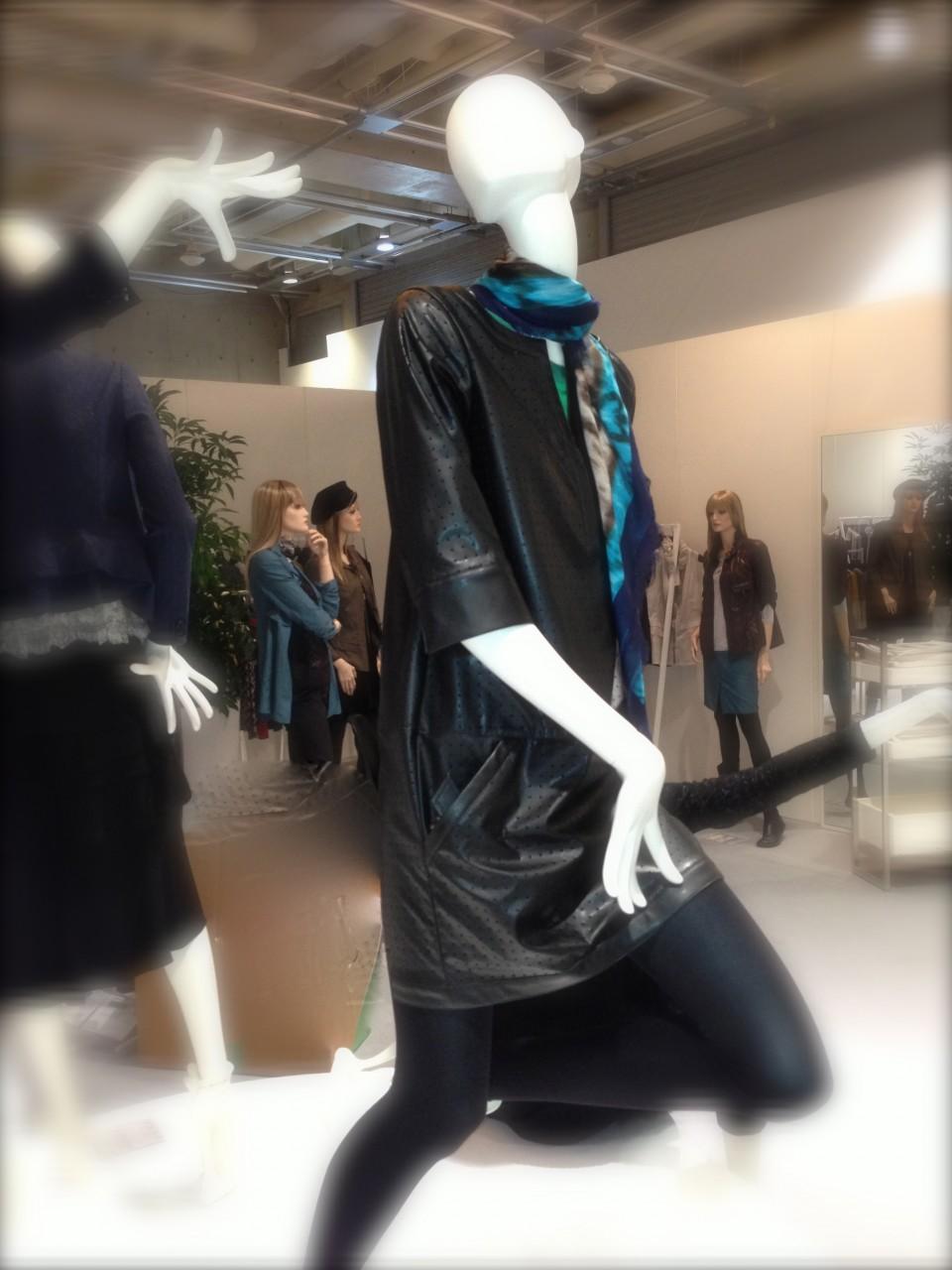 アヴァンギャルドなイメージの抽象マネキン