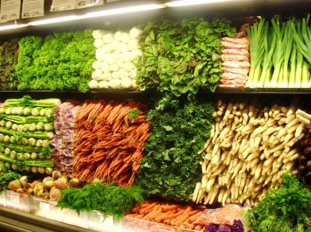 魅力的な野菜売場