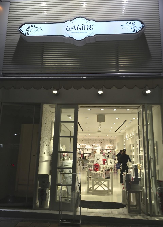 内装・アプリケーション・VMDが商品を引き立てているお店