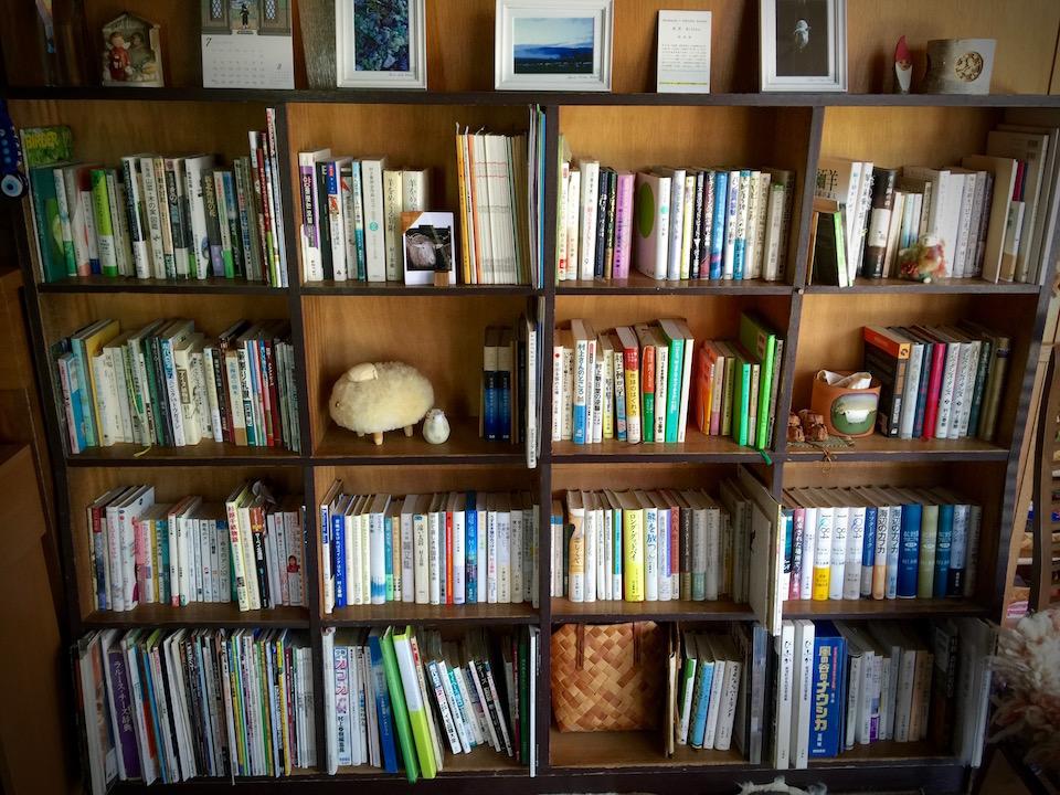 ファームイントントの本棚